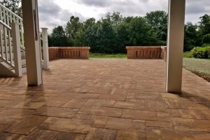 Rectangle Paver Patio with Decorative Sitting Walls